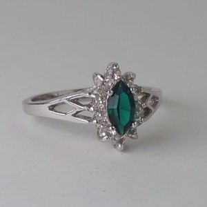 Emerald Green Marquise Cocktail Ring Silver size 9